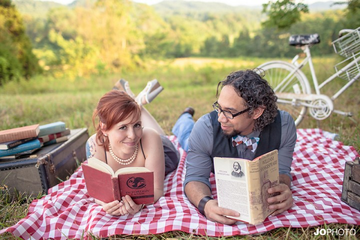 vintage-picnic-engagement-photos