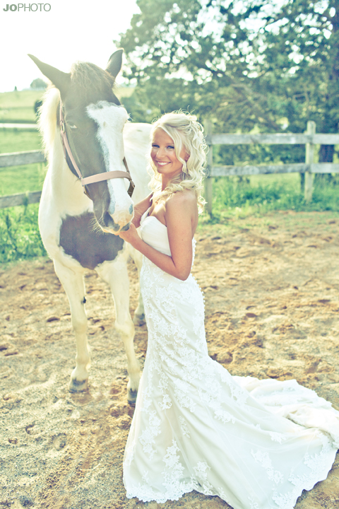 bride and horse farm pictures