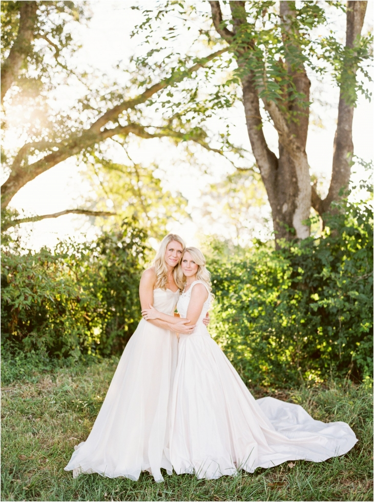 sisters bridal pictures